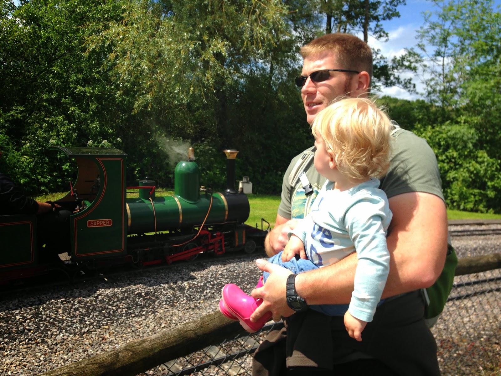 Mr Tin Box and Tin Box Tot spot a train