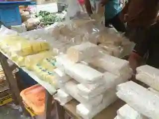 UU Omnibuslaw yang diusulkan pemerintahan Joko Widodo dan disahkan DPR RI pada 5 Oktober lalu berpotensi membawa Indonesia terjebak dalam kebiasaan impor produk pertanian.
