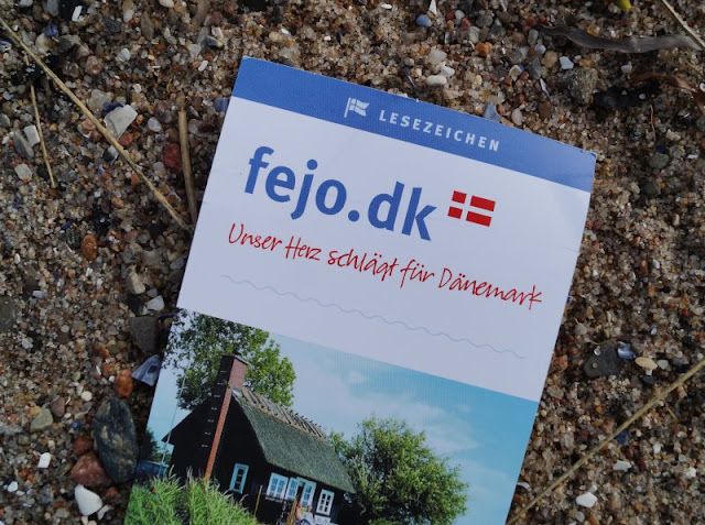 Wenn das Herz für Dänemark schlägt...Liebt Ihr Dänemark und sucht Ihr ein Ferienhaus im Herzensland, tolle Reiseführer mit Tipps und den besten Urlaubsorten an Nord- und Ostseeküste sowie original dänische Produkte? Dann lest meinen Artikel auf Küstenkidsunterwegs, in dem ich Euch fejo.dk vorstelle, ein wunderbares Ferienhaus-Suchportal, in dem Menschen arbeiten, deren Herz ganz stark für Dänemark schlägt.