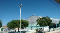 Em Baraúna, gestão municipal realiza manutenção da praça de eventos