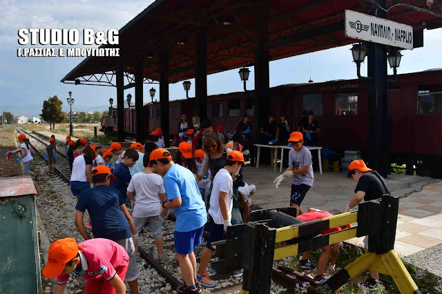 Δημοτικά σχολεία του Ναυπλίου συμμετείχαν σε εθελοντική δράση καθαρισμού από το Λιμεναρχείο Ναυπλίου (βίντεο)