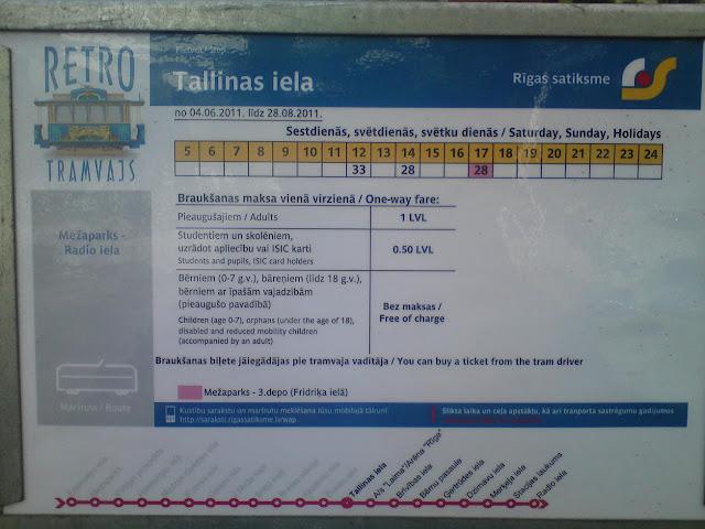2011 год. На остановках появилось расписание маршрута ретро-трамвая