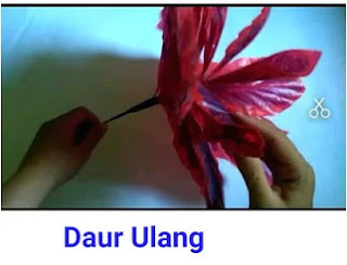 Ide Kreatif membuat Bunga Cantik Dari Kantok Kresek Yang Mudah Untuk Hiasan Rumah