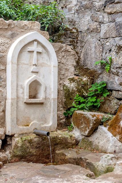 Святой Источник монастыря Сурб Хач, Крым .