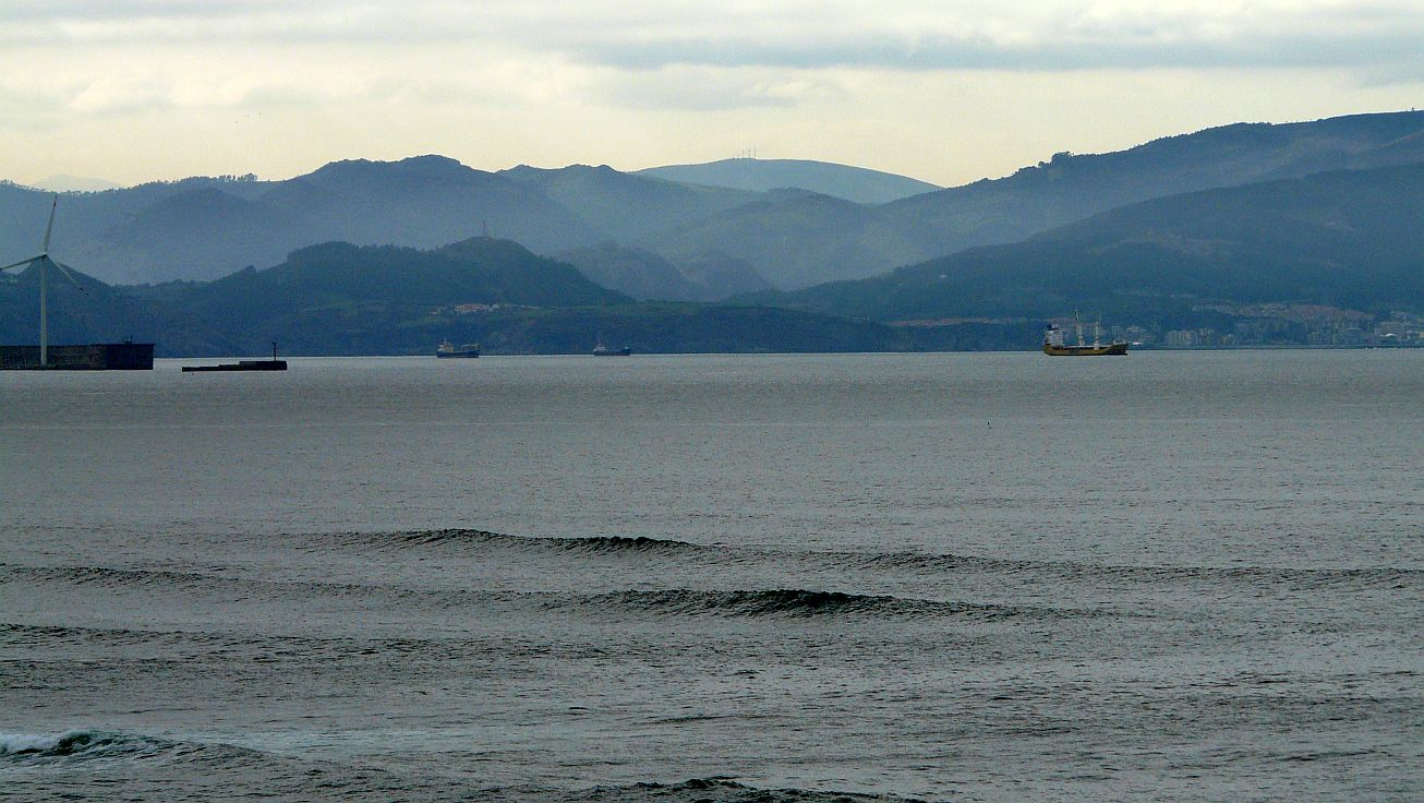 superpuerto bilbao olas barcos
