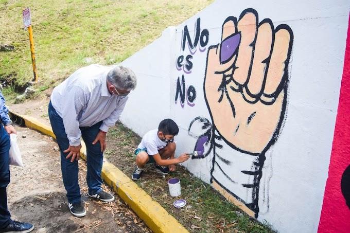 Valentino, el niño que pidió un Mural al ingreso de VGG por Eliminación de la Violencia contra la Mujer