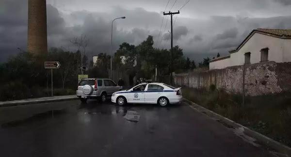 Βρήκαν μαχαίρια, γκλοπ, ναρκωτικά σε κέντρο φιλοξενίας στη Θήβα - Συνολικά 14 συλλήψεις