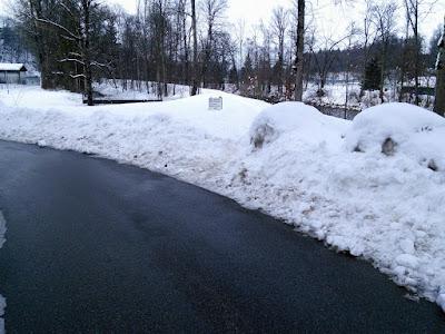 Bild vom 7.2.2019, Ab dem Viadukt wurde der Weg in diesem Winter noch nicht geräumt. Auch der Weg links im Bild direkt am Tennisheim vorbei wurde nicht geräumt.