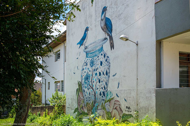 Grafite na parede lateral de uma casa na Rua David Carneiro