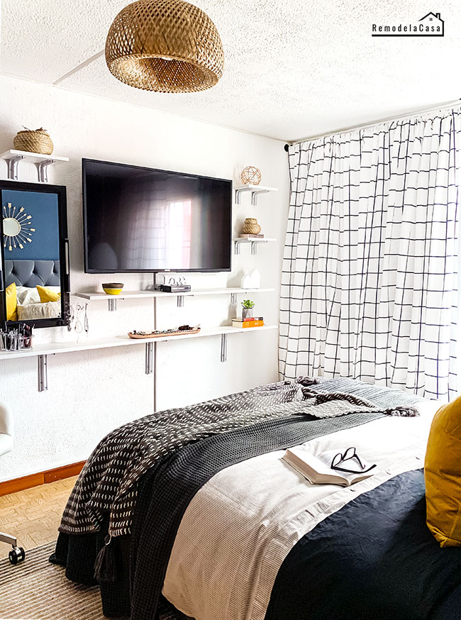 Tv On Wall In Small Bedroom : small, bedroom, Sister's, Bedroom, Reveal, Ideas, Small, Bedrooms, Remodelando