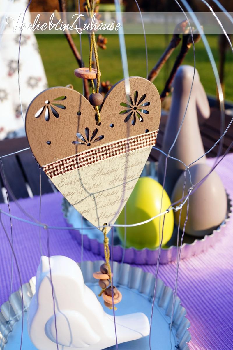 """Spruch """"Happy Easter"""" auf Herzanhänger aus Holz"""