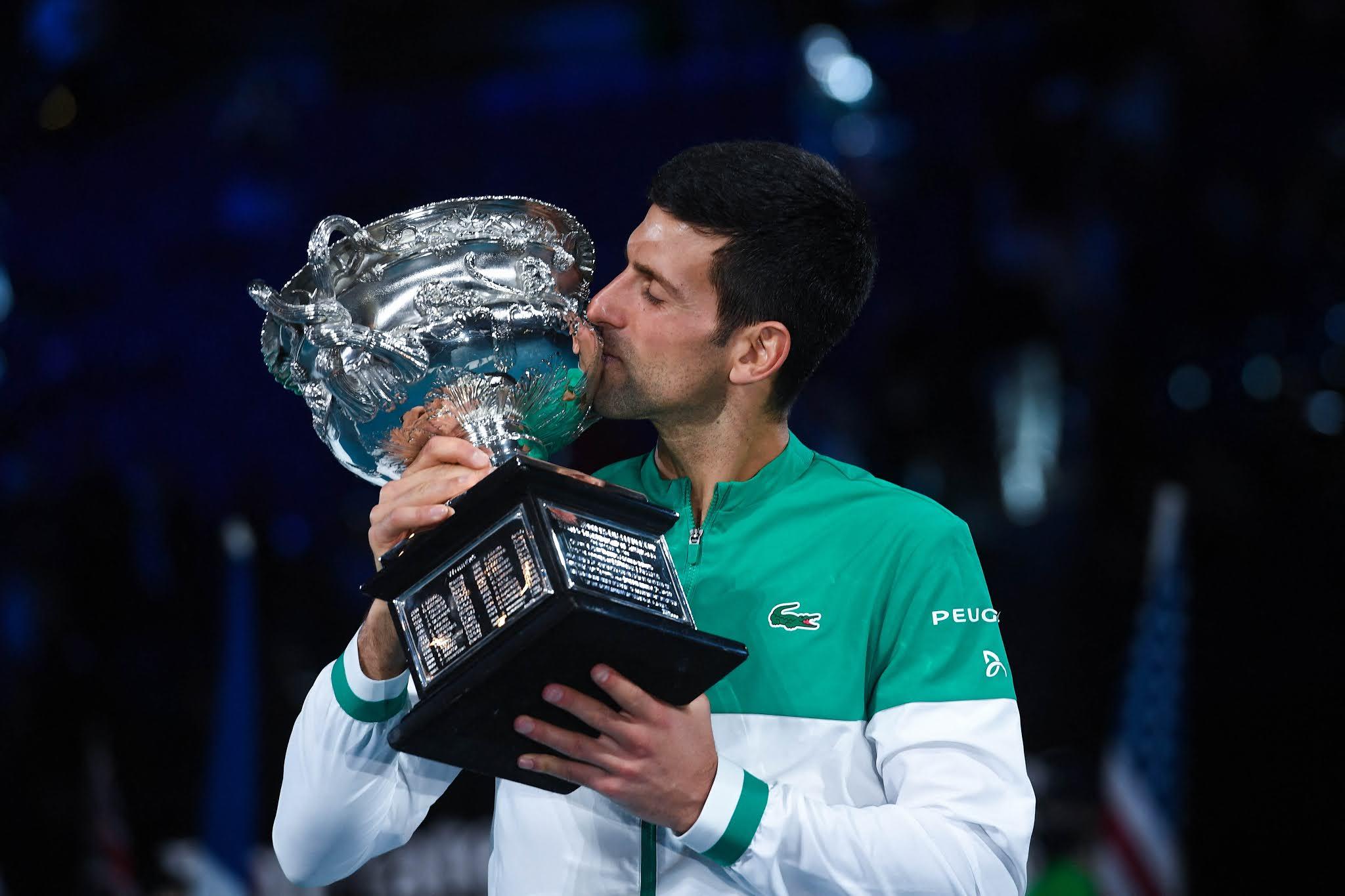 Djokovic apabulla a Medvedev y se consagra campeón del Abierto de Australia por novena vez