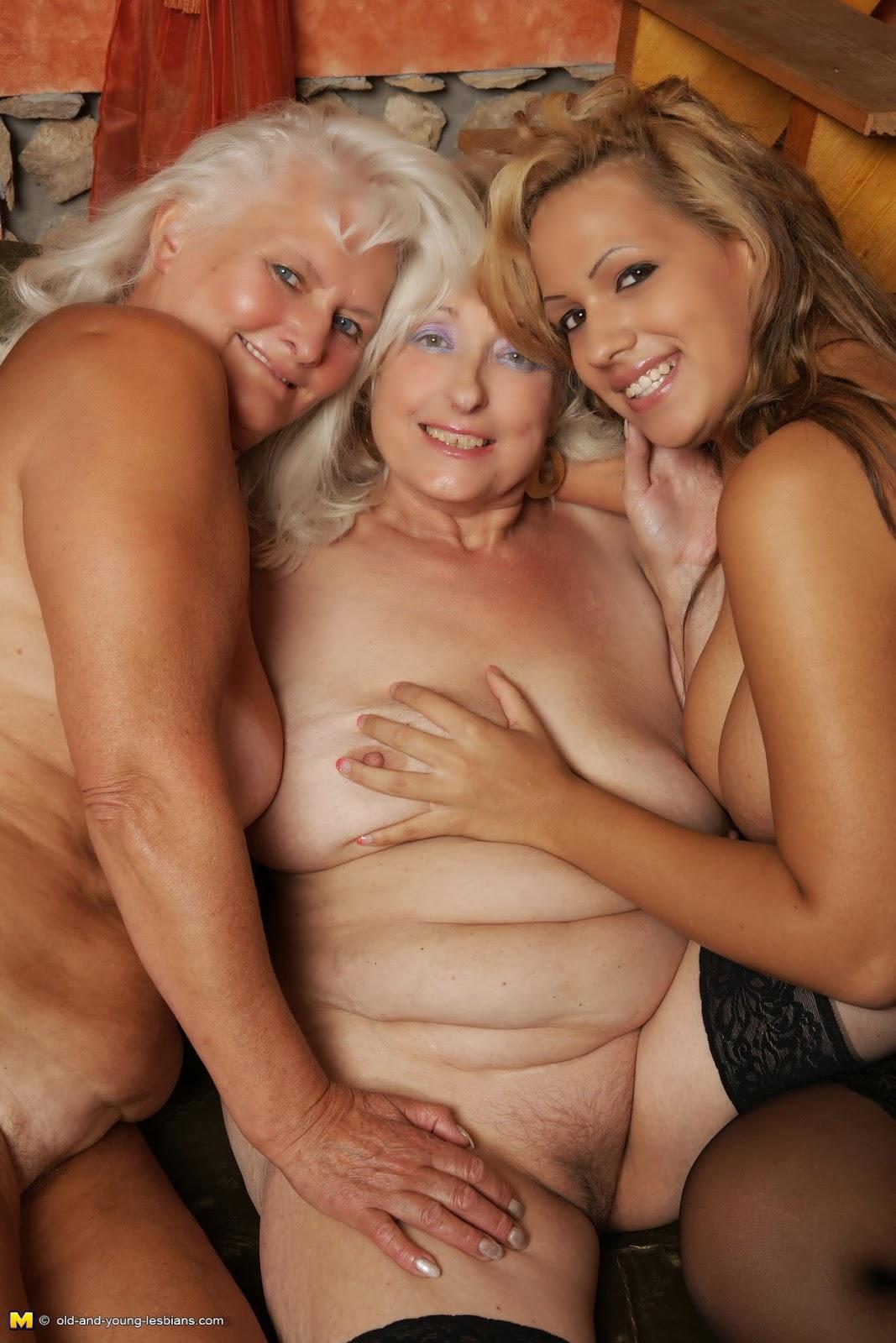 Nackt Lesbian