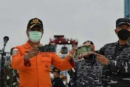 Operasi SAR Hari Ke-9 Jatuhnya Pesawat Sriwijaya SJ-182, KRI Kurau dan RIB Basarnas Evakuasi 16 Kantong