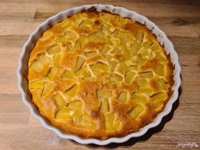 Ananaskuchen mit Ananas aus der Dose.