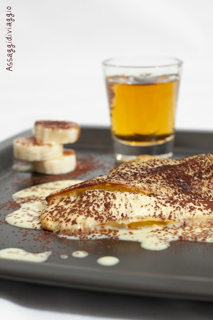 Crêpes con soufflè di banane e crema al rum