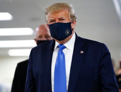 Donald Trump Wears Mask During the Visit to Walter Reed Hospital