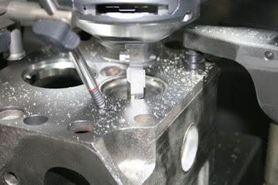 Gambar Proses Perbaikan Mesin Mobil Yang Mengalami Kegagalan Mesin