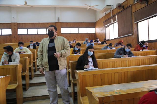 عميد كلية السياحة والفنادق يشدد على تطبيق الإجراءات الاحترازية أثناء الامتحانات