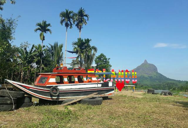 Icon Wisata Perahu Terdampar Pelancu Ulak Pandan