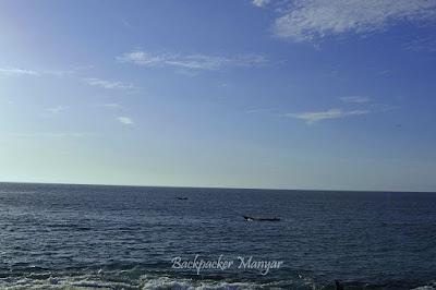 Dari pinggir Pantai Tegal Wangi terlihat nelayan melaut