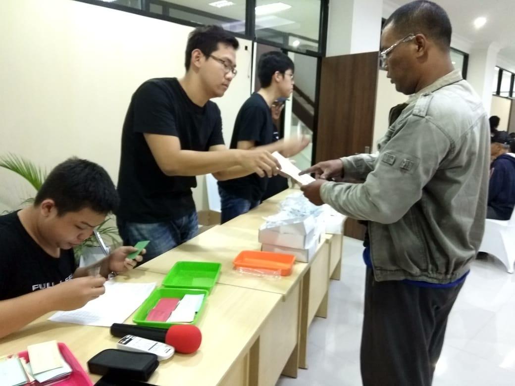 Siswa SMA KK Jadi Sukarelawan Bakti bagi Pahlawan Sampah