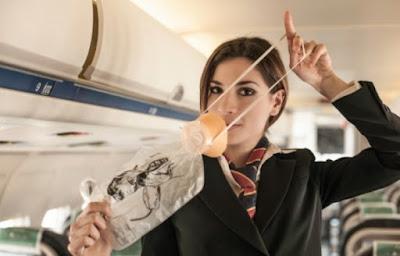 кислородная маска в самолёте
