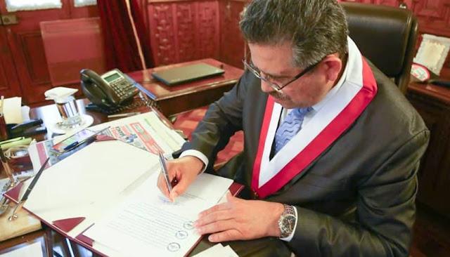 Manuel Merino firma ley reprogramacion deudas
