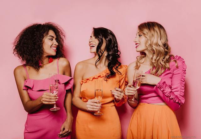 Девушки открывают новый салон красоты - вечеринка
