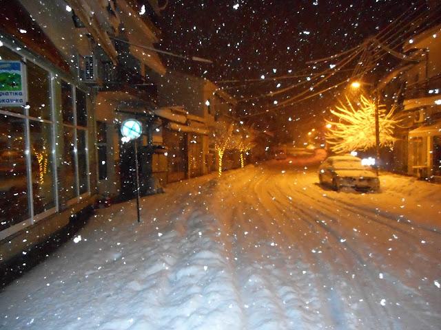 Χιονίζει ασταμάτητα αυτή την ώρα στο Τσοτύλι