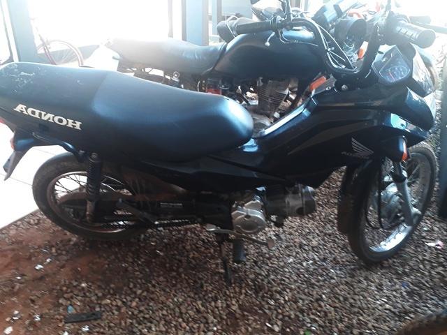 Horas após roubo policiais militares trocaram tiros com assaltantes e recuperam motocicleta
