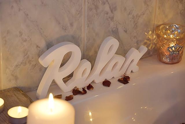 Dekoidee fuer ein romantisches Badezimmer