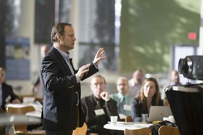 Buatlah presentasi anda lebih profesional Membuat Presentasi Dengan 3 Cara Hebat Ala Blog Strategi + Manajemen