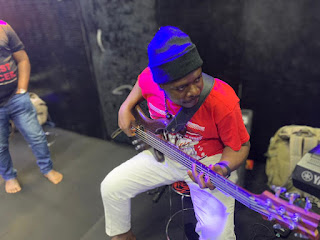 Those basslines on chinyere udoma pure praise should be minted as an NTF on the Block chain