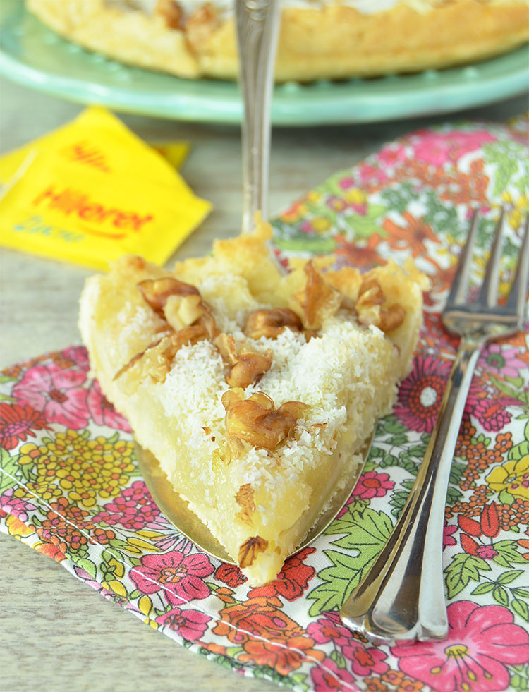 Tarta de peras, coco y nueces sin azúcar