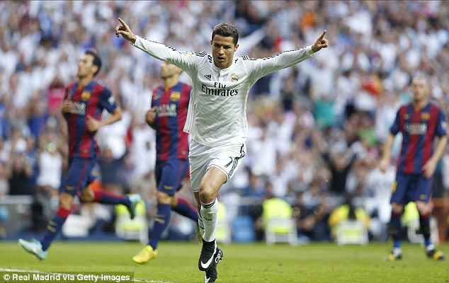 See why Ronaldo doesn't wear black boots