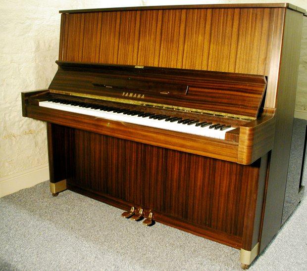 dan piano yamaha u5