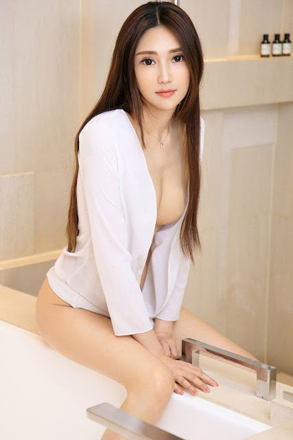Hot and sexy photos of beautiful busty asian hottie chick Chinese booty model Helen photo highlights on Pinays Finest sexy nude photo collection site.