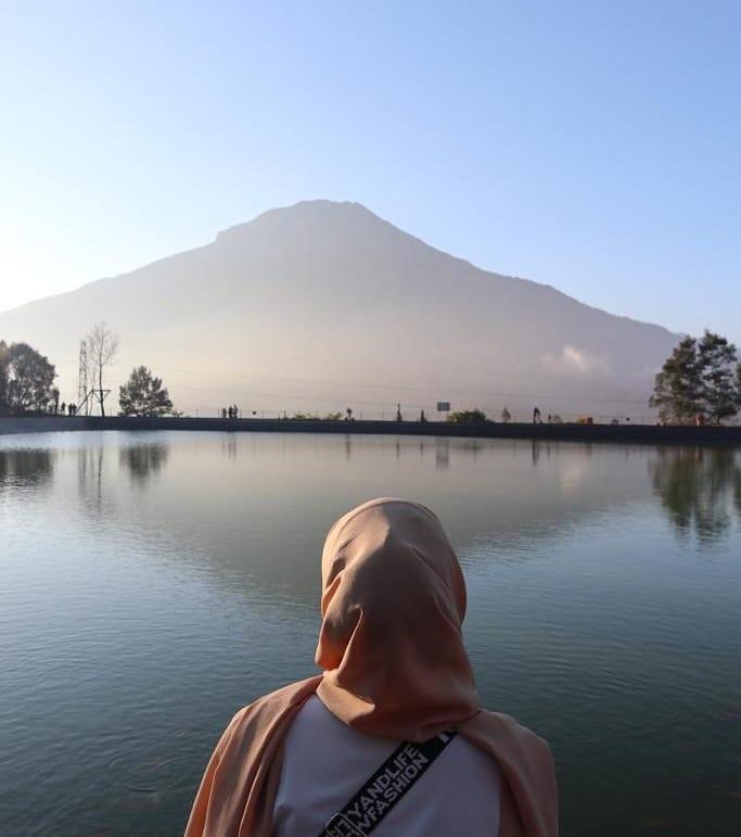 Embung Kledung Spot Terbaik Untuk Melihat Kemegahan Gunung Sindoro dan Gunung Sumbing