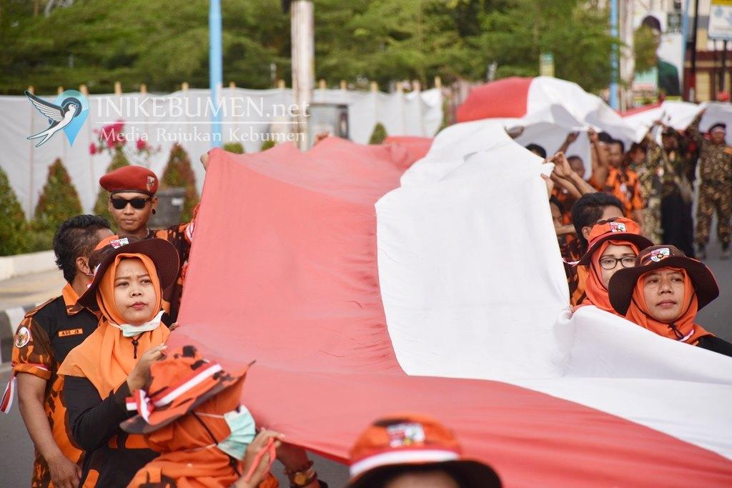 Gugah Semangat Kebangsaan, Merah Putih 350 Meter Dikirab Keliling Kota Kebumen