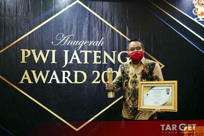 Wabup Safin Terima PWI Jateng Award 2020