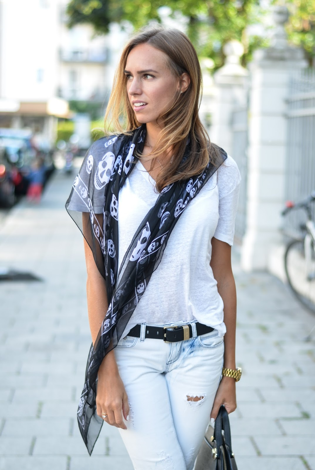 kristjaana mere white t-shirt jeans black alexander mcqueen scull scarf summer outfit