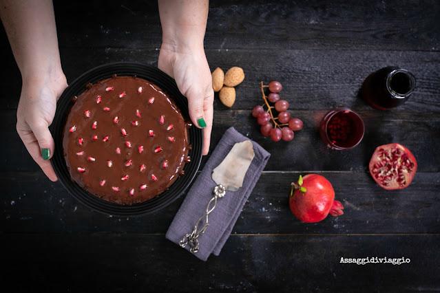 Torta morbida al cioccolato e melograno