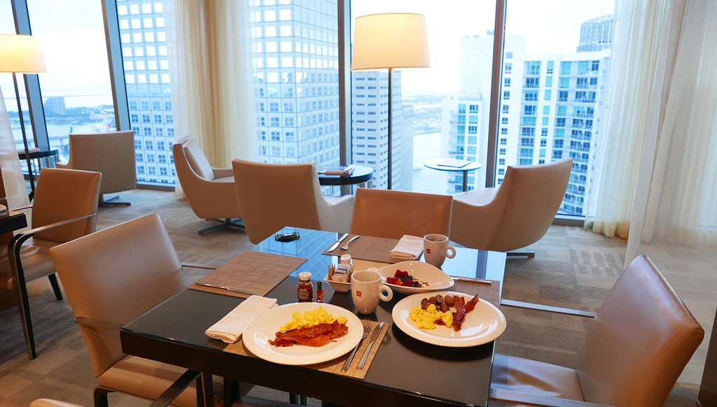 Euriental | fashion & luxury travel | weekend in Miami, Marriott Marquis hotel executive lounge