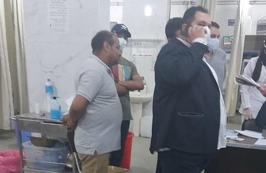 الدكتور هادي الحسيني خلال زيارته لمستشفى مطوبس المركزي