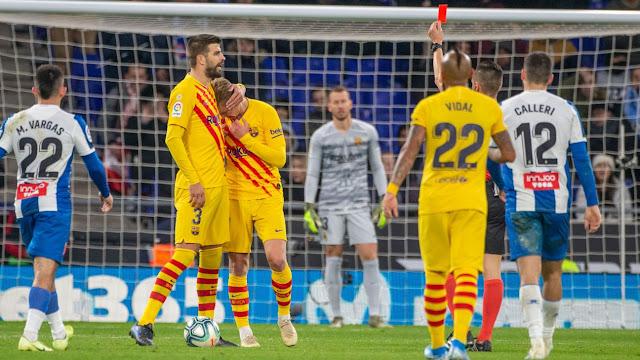 De Jong và Vidal nên thi đấu bên cạnh nhau.