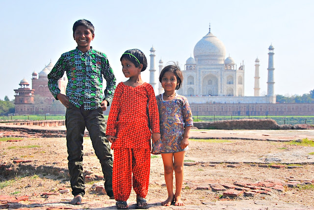 Smiling kids in Taj Mahal