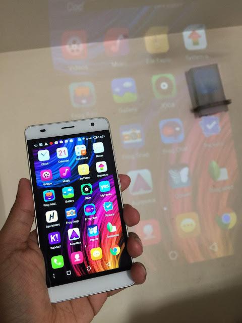 pemberian tablet dan juga smartphone Yes percuma kepada para pendidik