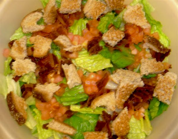 Easy Bacon Lettuce Tomato Salad | Easy Recipes For College Students #weightwatchers