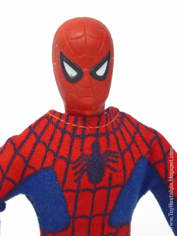 Mego Spider-Man 8 pulgadas - Detalle emblema araña   (MEGO - World's Greatest Super Heroes!)